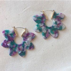 Jewelry - NEW 💋 Floral Resin Acrylic Hoop Earrings